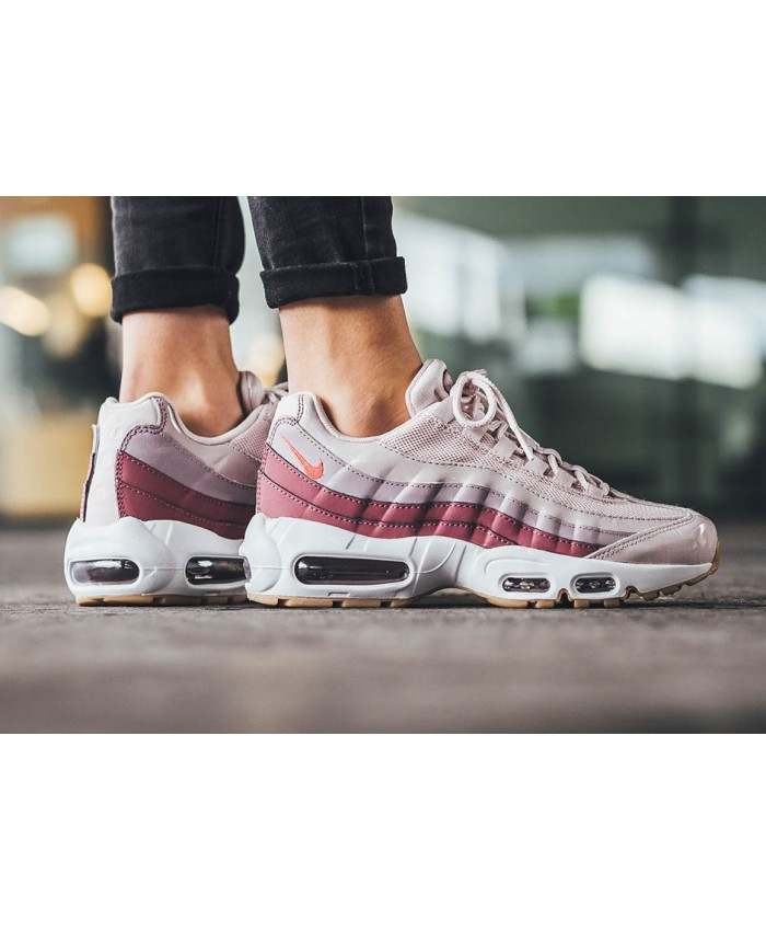 Femme Nike Air Max 95 Barely Rose et Hot Punch. Soldes