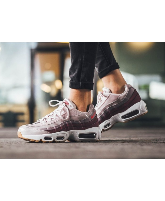 wholesale dealer 55a3e a25db Femme Nike Air Max 95 Barely Rose et Hot Punch. Soldes