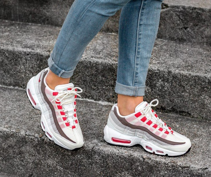 more photos 1543c 9dfb0 ... Femme Rose Rouge Gris Nike Air Max 95  Sneakers women - Nike Air max 95  premium pink (©naomi gozi) ...